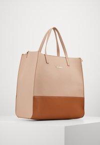 Desigual - BOLS RHAPSODY MERLO - Handbag - crudo v - 3