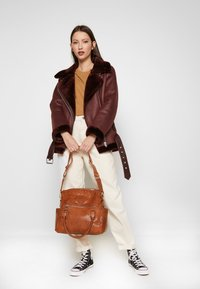 Desigual - MELODY LOVERTY - Tote bag - camel oscuro