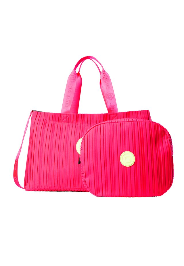 DUFFLE BAG PLEATS PINK - Umhängetasche - red