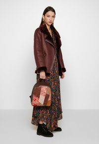 Desigual - BACK JAPAN PATCH NAZCA MINI - Rucksack - marron - 1