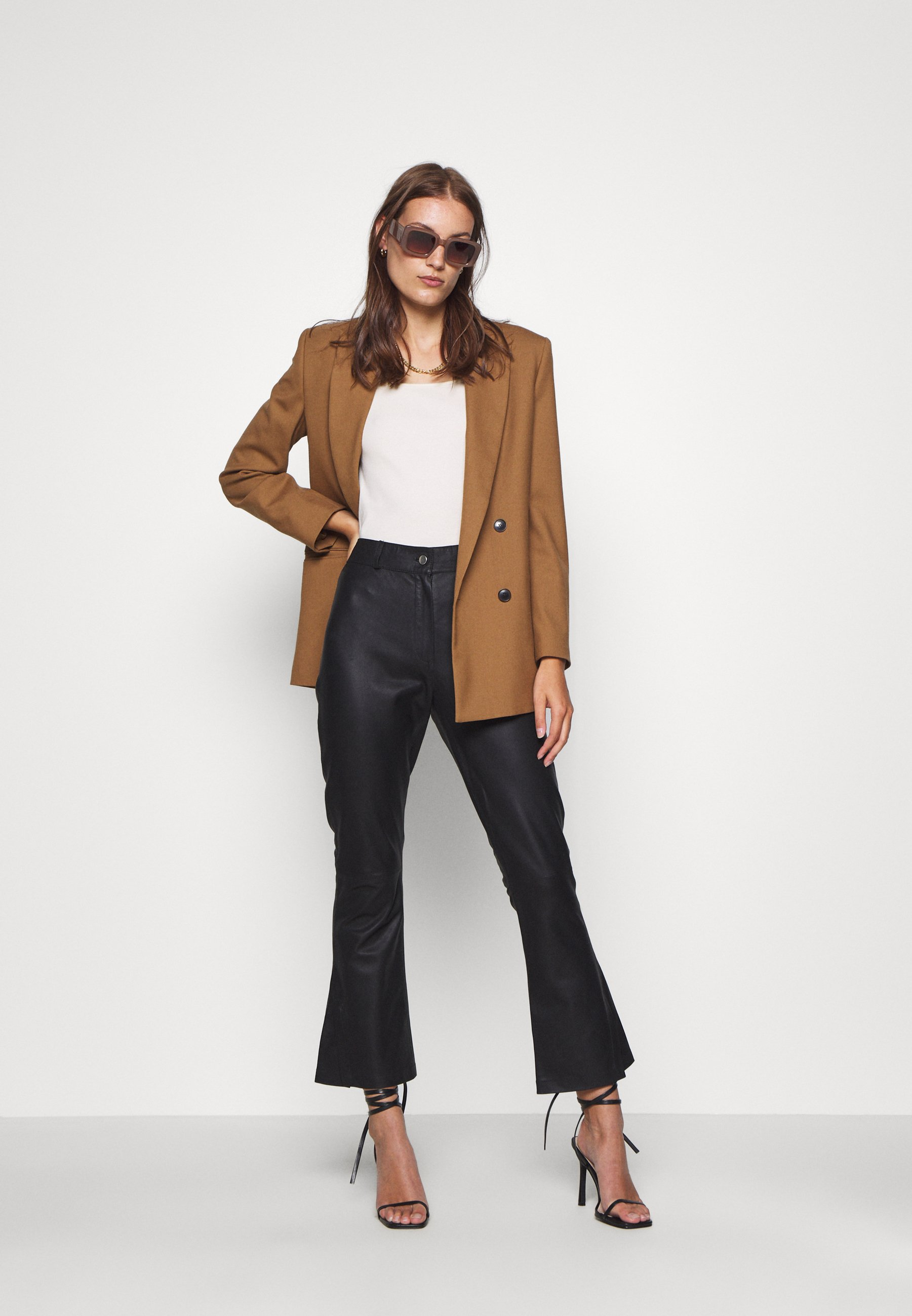 DEPECHE FLARE PANT Pantalon en cuir black ZALANDO.FR