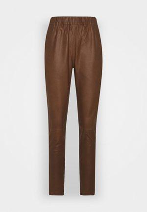 PANT - Kožené kalhoty - tobacco