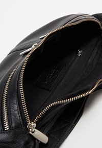 DEPECHE - BUM BAG - Ledvinka - black - 4
