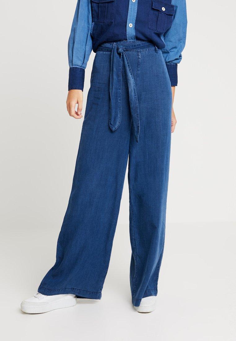 Denham - PALAZZO POCKET PANT - Stoffhose - blue