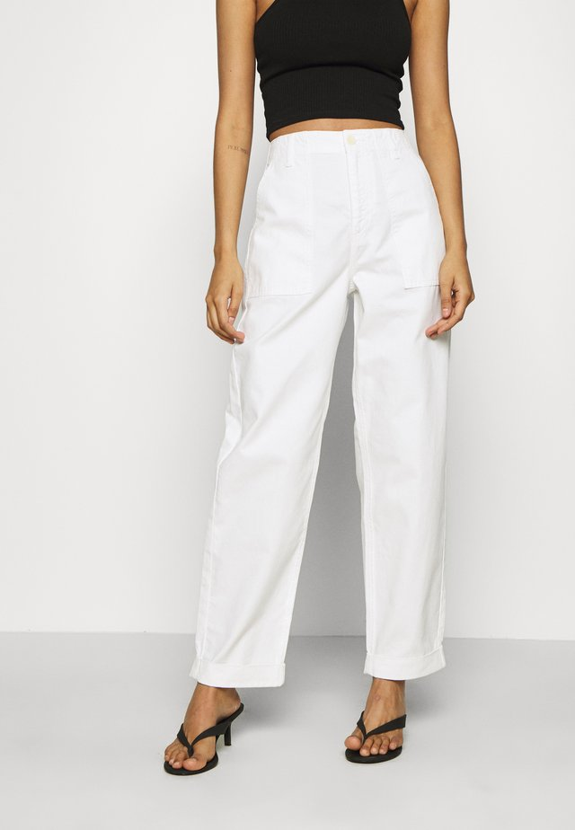 HAWTHORN CARGO PANT - Jeansy Relaxed Fit - ecru