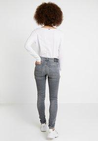 Denham - SPRAY - Jeans Skinny - grey denim - 2