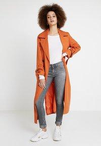Denham - SPRAY - Jeans Skinny - grey denim - 1