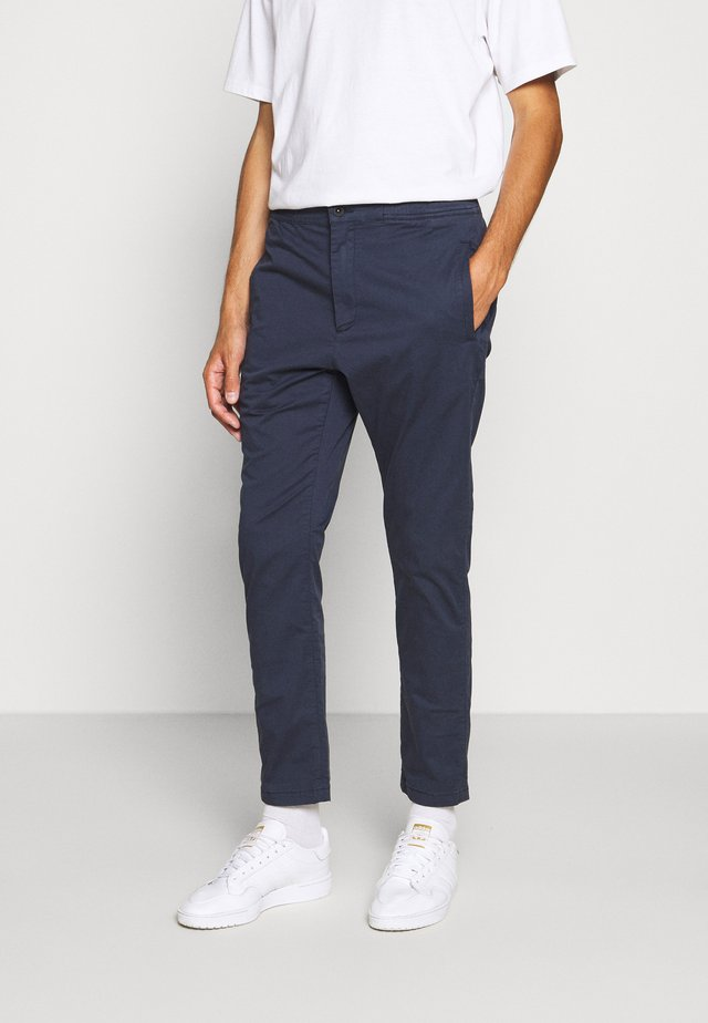 CARL - Chino - navy blazer