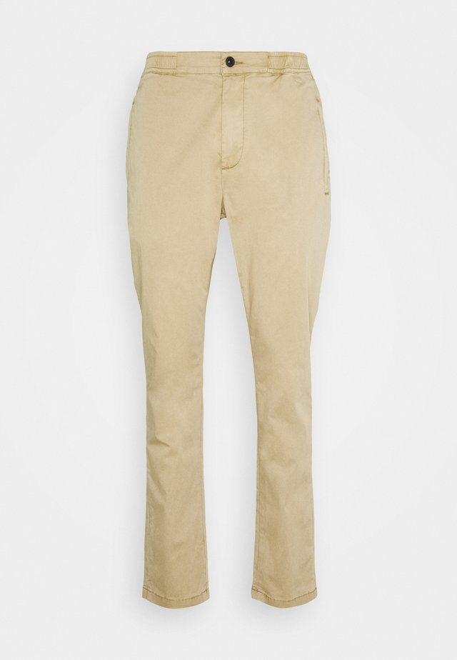 CARL PANT - Chino - british khaki