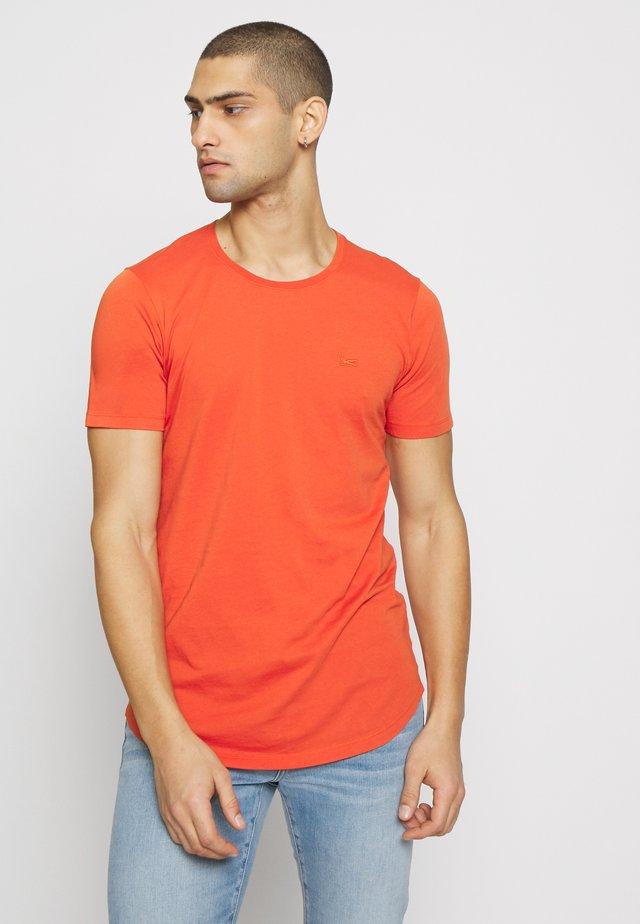 LUIS LONGLINE TEE - T-shirt basic - burnt ochre