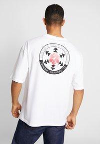 Denham - SAPPORO TEE - Print T-shirt - bright white - 2