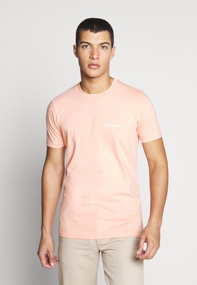 BRAND TEE - T-shirt - bas - papaya punch pink