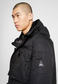 Denham - FLUKE - Zimní kabát - shadow black - 4