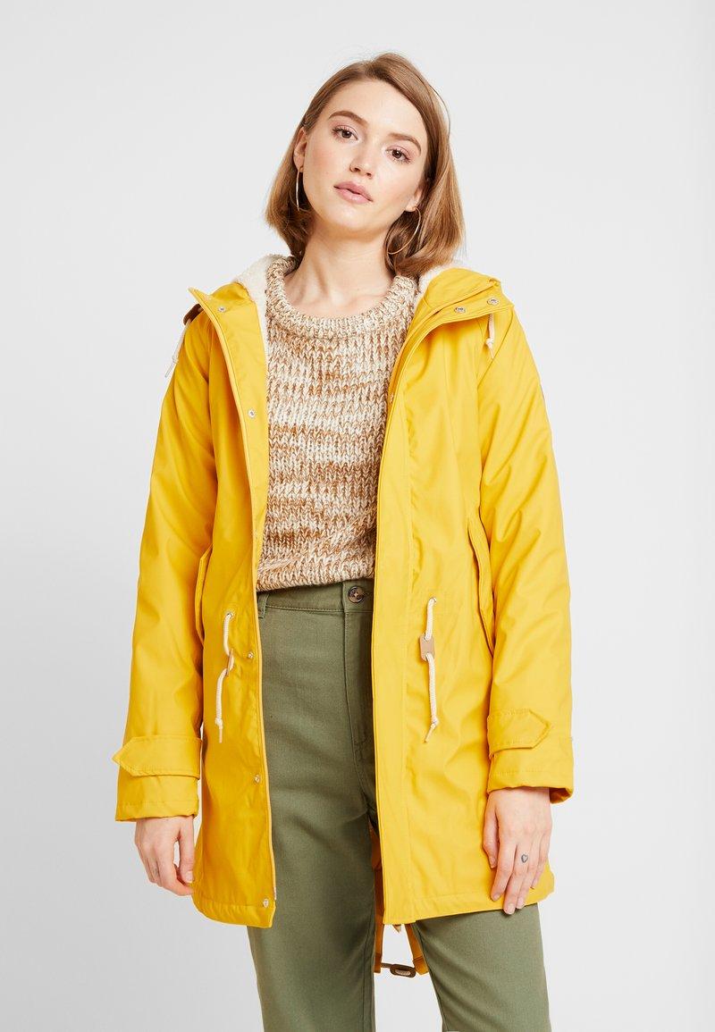 Derbe - TRAVEL COZY FRIESE - Regenjacke / wasserabweisende Jacke - yellow