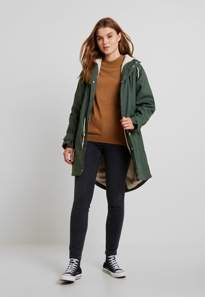 TRAVEL COZY FRIESE - Parka - oliv