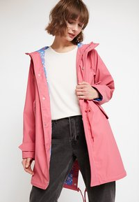 Derbe - TRAVEL FRIESE CHERRY BLOSSOM - Parka - rapture rose - 0