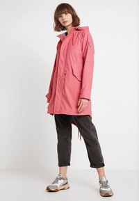 Derbe - TRAVEL FRIESE CHERRY BLOSSOM - Parka - rapture rose - 1