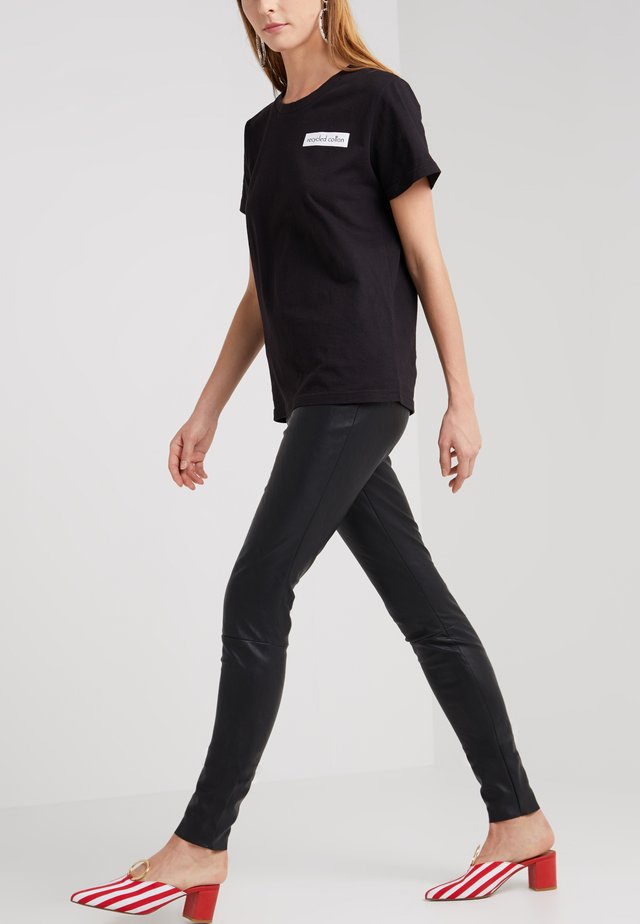 VETTA PANTS - Bukser - black