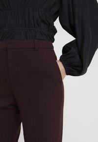 DESIGNERS REMIX - IVANA SUIT - Pantalon classique - rouge noir - 3