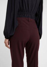 DESIGNERS REMIX - IVANA SUIT - Pantalon classique - rouge noir - 5