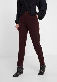 DESIGNERS REMIX - IVANA SUIT - Pantalon classique - rouge noir - 0