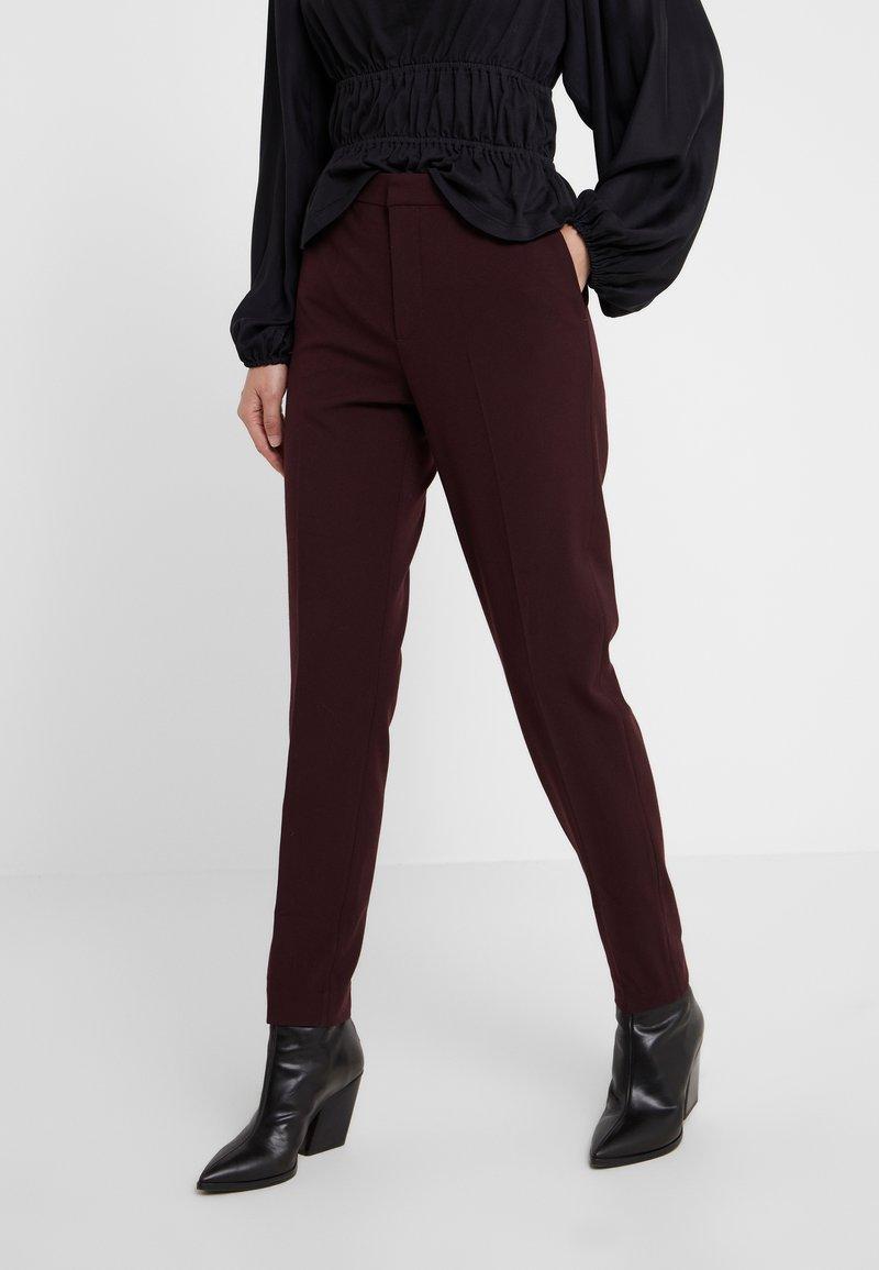DESIGNERS REMIX - IVANA SUIT - Pantalon classique - rouge noir
