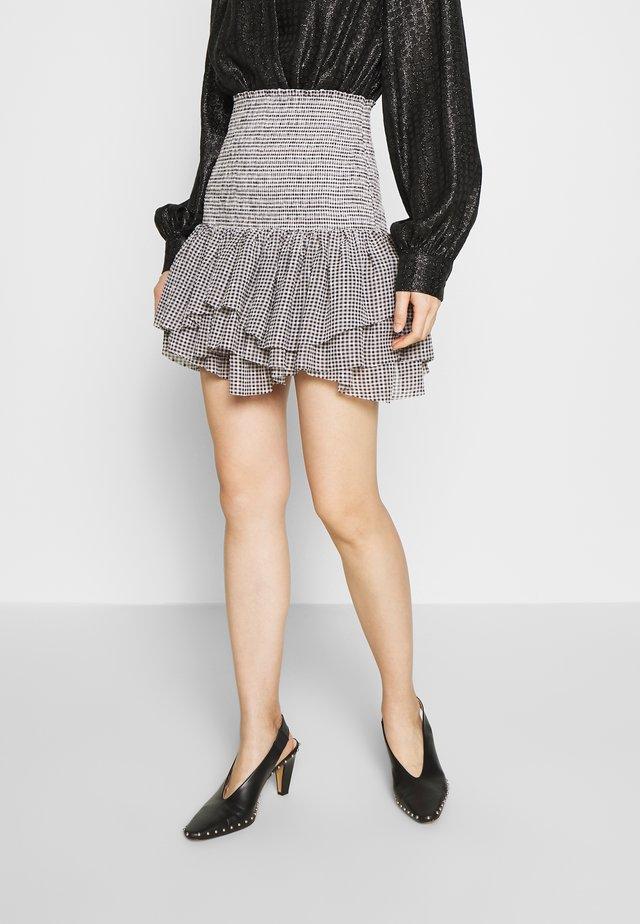 KIELY SHORT SKIRT - Pleated skirt - black/white