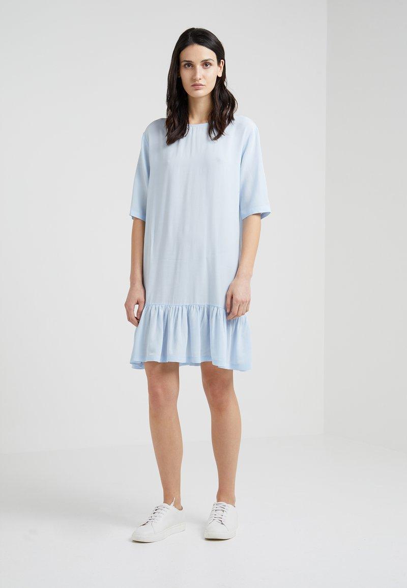 DESIGNERS REMIX - NINI STRAIGHT DRESS - Robe d'été - pastel blue