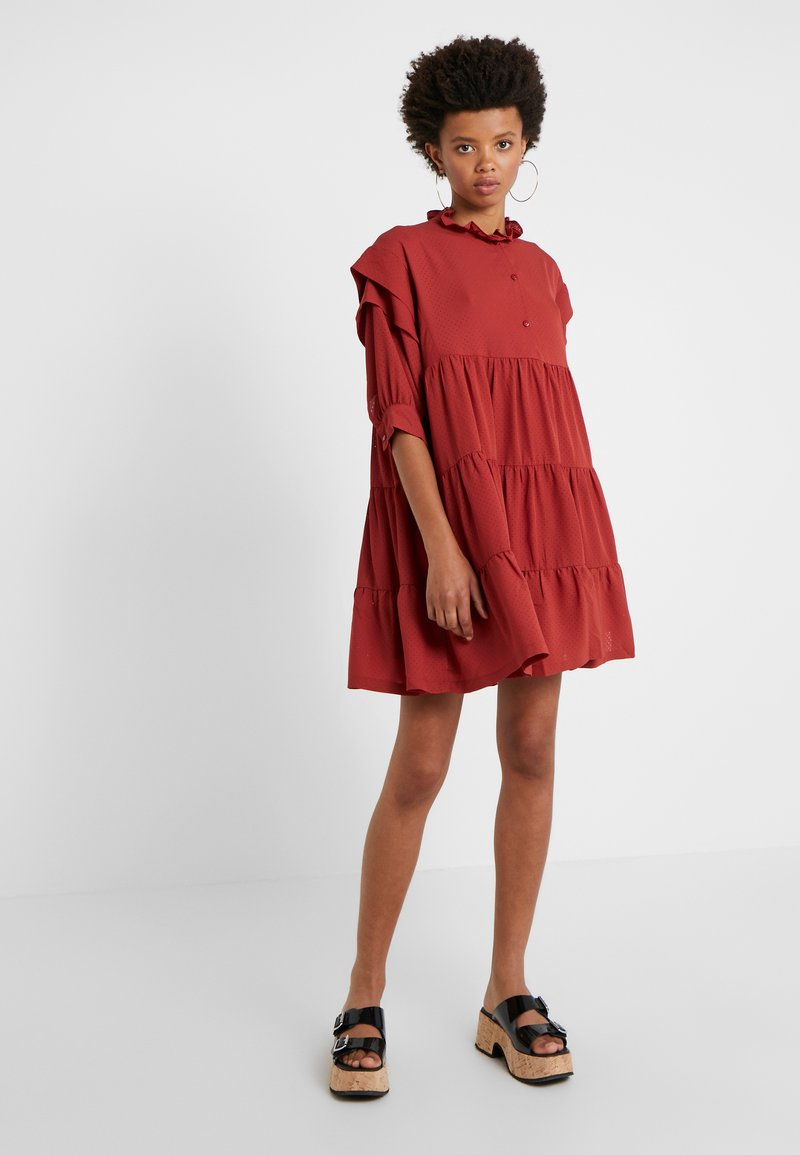 DESIGNERS REMIX - BYRON LAYERED DRESS - Blusenkleid - ox blood