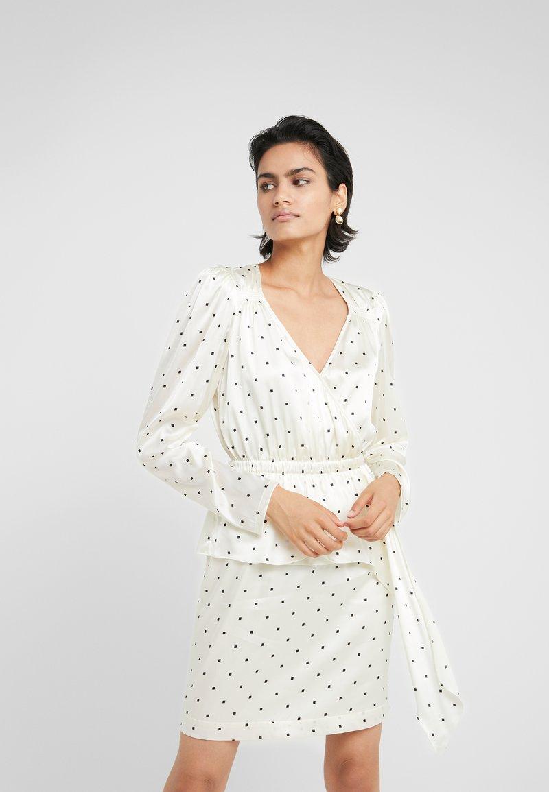 DESIGNERS REMIX - FALLON DRESS - Shift dress - white/black square