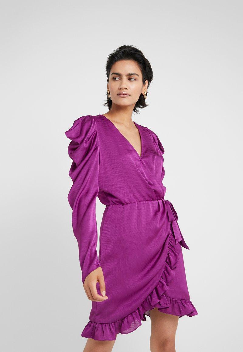 DESIGNERS REMIX - LAURA WRAP DRESS - Cocktailkleid/festliches Kleid - fuchsia