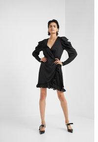 DESIGNERS REMIX - LAURA WRAP DRESS - Cocktailkleid/festliches Kleid - black - 1