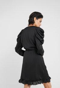 DESIGNERS REMIX - LAURA WRAP DRESS - Cocktailkleid/festliches Kleid - black - 2