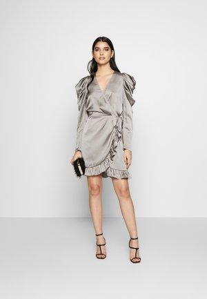 LAUREN WRAP DRESS - Vestido de cóctel - grey
