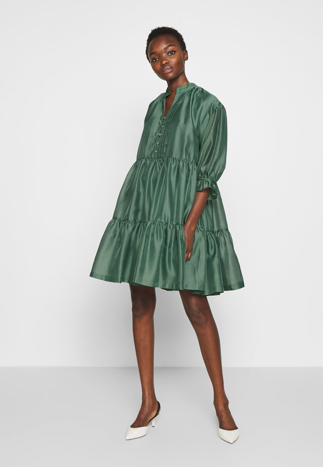 ENOLA RUFFLE DRESS - Cocktailkleid/festliches Kleid - dusty green