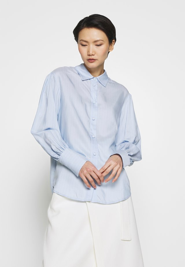 MANA SLEEVE SHIRT - Button-down blouse - light blue/cream stripe