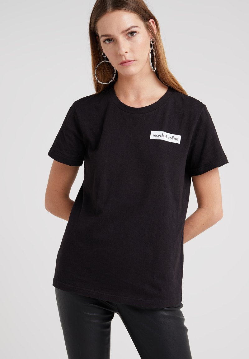 DESIGNERS REMIX - STANLEY BADGE TEE - Camiseta estampada - black
