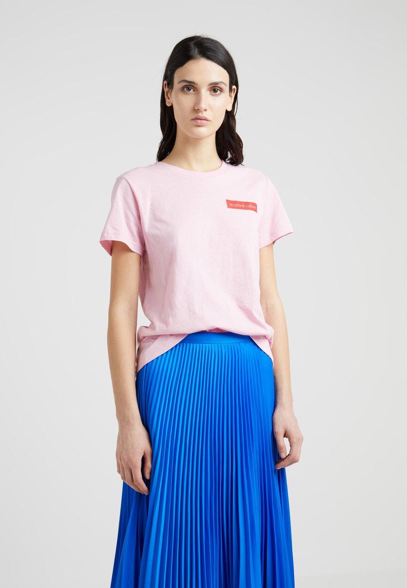 DESIGNERS REMIX - STANLEY SPECIAL BADGE TEE - Camiseta estampada - pink