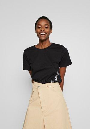 STANLEY SIDE LOGO TEE - Print T-shirt - black