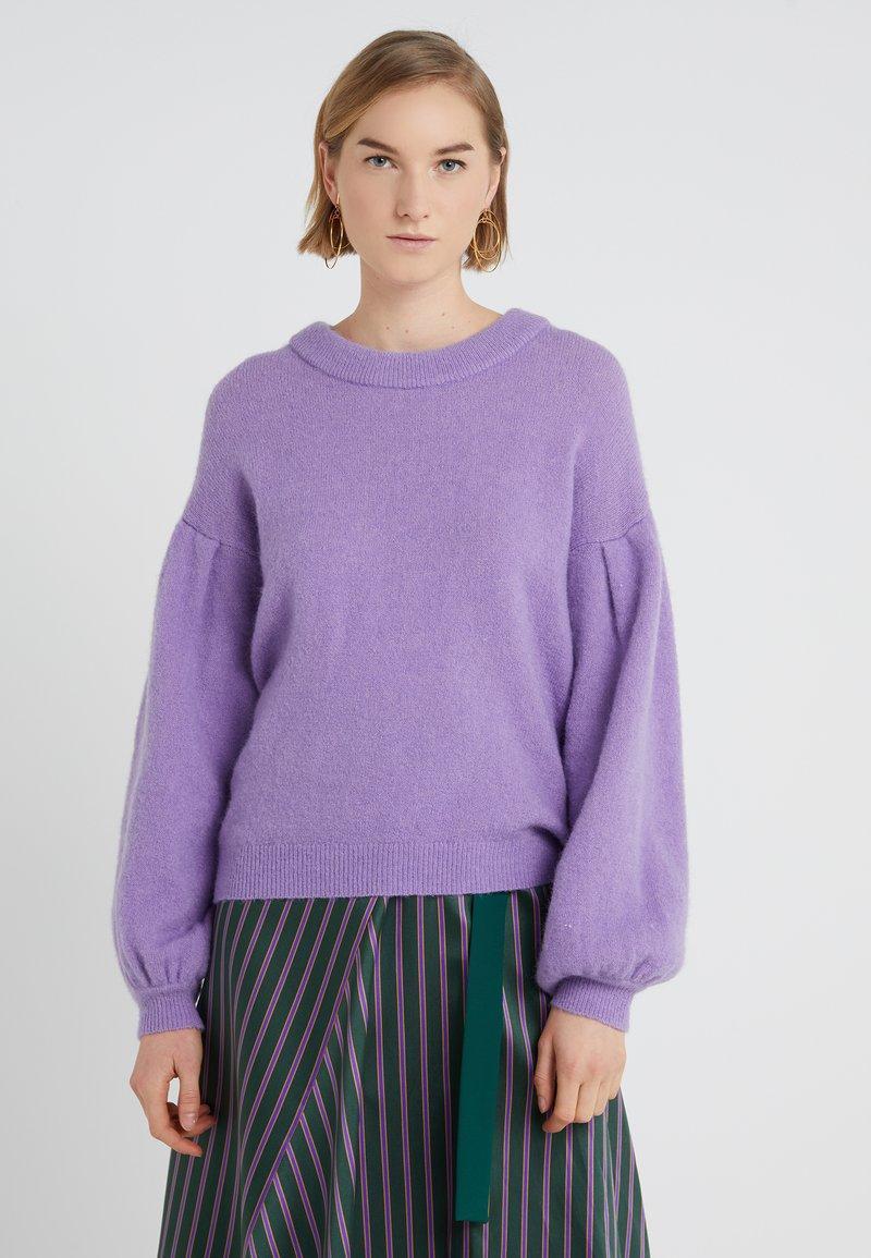 DESIGNERS REMIX - TYLER PLEAT - Strickpullover - violet