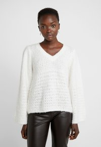 DESIGNERS REMIX - CARESS V NECK - Strickpullover - cream - 0