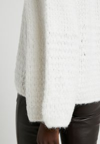 DESIGNERS REMIX - CARESS V NECK - Strickpullover - cream - 5