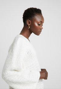DESIGNERS REMIX - CARESS V NECK - Strickpullover - cream - 3