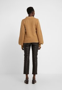 DESIGNERS REMIX - CARESS SLEEVE - Pullover - camel - 2