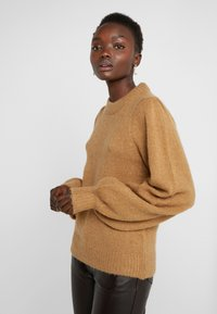 DESIGNERS REMIX - CARESS SLEEVE - Pullover - camel - 3