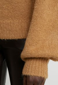 DESIGNERS REMIX - CARESS SLEEVE - Pullover - camel - 5