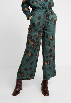 PANTS LYNX - Kalhoty - green