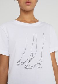 Dedicated - MYSEN HEELS - T-shirt print - white - 4