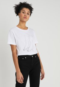 Dedicated - MYSEN HEELS - T-shirt print - white - 0