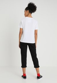 Dedicated - MYSEN HEELS - T-shirt print - white - 2